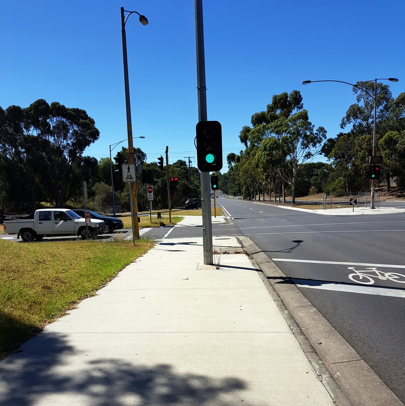A two-part piecemeal offroad path under the freeway, but zero priority by VicRoads.  Road gets green light but pedestrians and cyclists must stop, push button and wait a full cycle